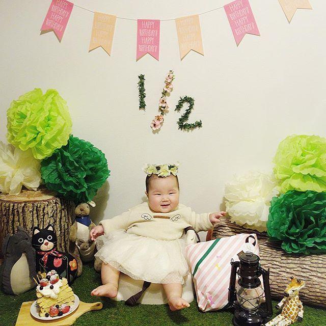 【serina1031】さんのInstagramをピンしています。 《生後6ヶ月♡ ハーフバースデーパーティー♡ . テーマは森の仲間達とピクニック🌲 マタニティフォトで作ったお揃い花冠も気に入ってくれたよ♡ . #生まれてきてくれてありがとう #ハーフバースデー #生後6ヶ月 #女の子 #赤ちゃん #ハーフバースデーフォト #森 #誕生日パーティー》