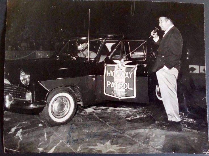 Highway Patrol TV star Broderick Crawford signed 8x10 black and white photograph