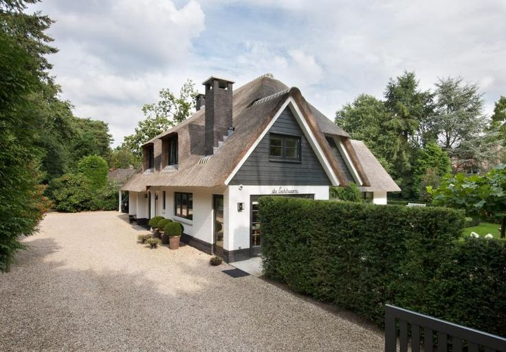 17 best images about droomhuizen on pinterest modern farmhouse ramen and tes - Bungalow ontwerp hout ...