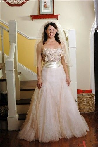 "{Wedding gown by Monique Lhuillier} Lorelai Gilmore (Lauren Graham) married Luke (Scott Patterson) on ""Gilmore Girls"""