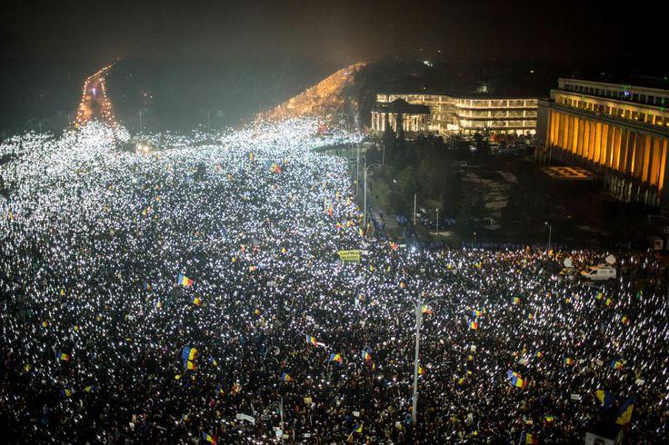 Ilyen az, amikor kétszázezer ember világít a levegőbe a korrupció ellen - 444