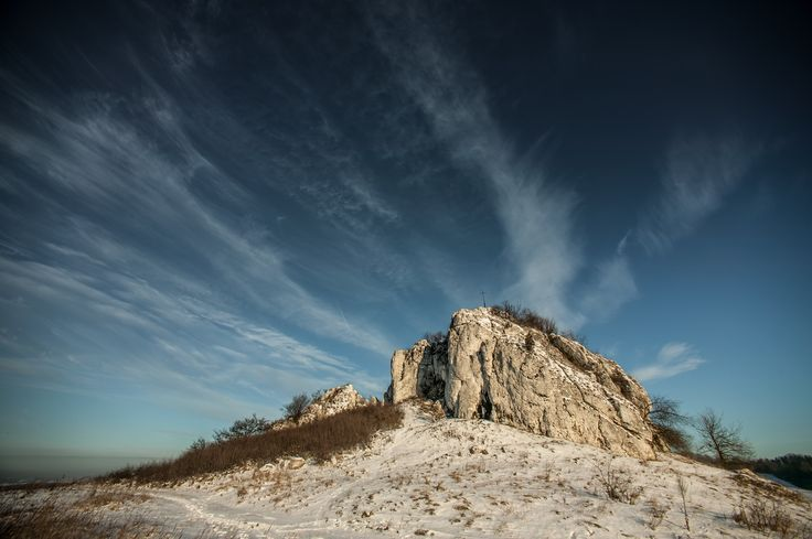 Skała Rzędowa w Bzowie. Przepiękne miejsce o każdej porze roku. Polecamy lekturę na temat tego malowniczo położonego ostańca. http://www.it-jura.pl/pl/grody.php?go=bzowskal