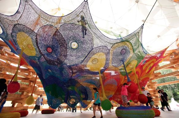giant, crocheted, web sculpture for climbing! Baaahh wow that's amazing!