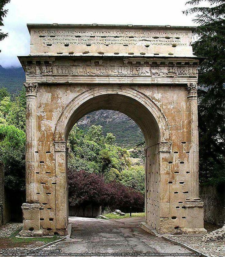 Susa. Arco di Augusta. 6-9 d.C.