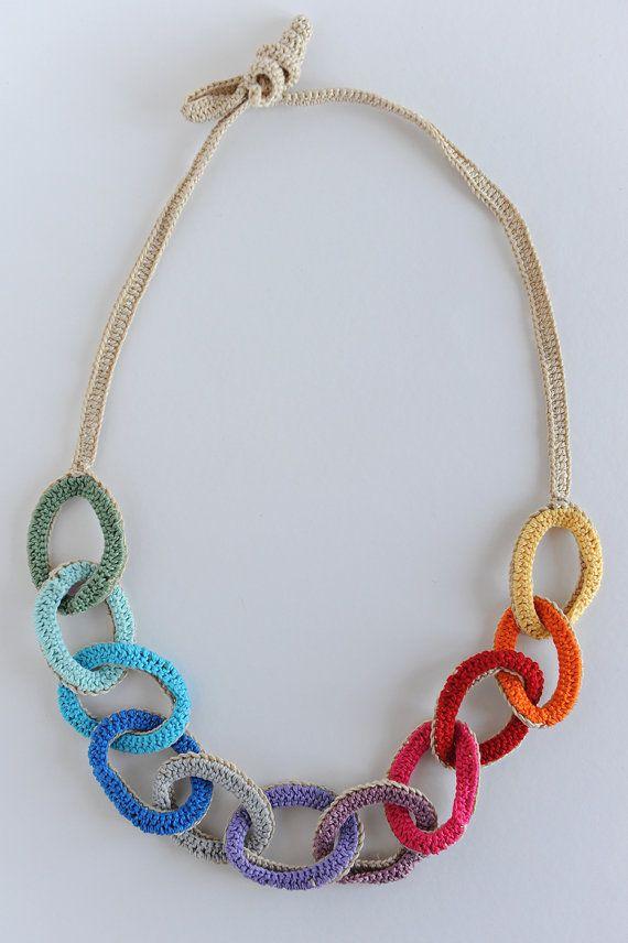 Vt. Crochet necklace. Tambien se puede hacer con gomas de colores del pelo.