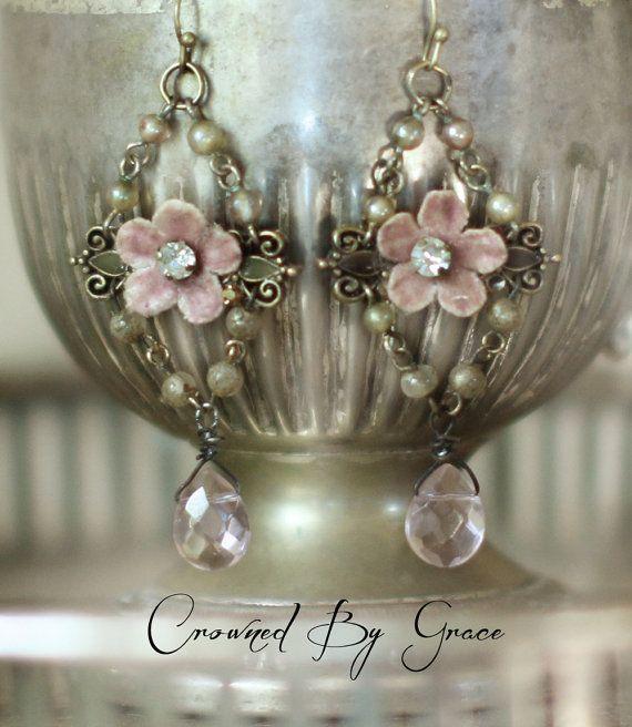 Ferienhaus Pinks  Vintage Gefüge Ohrringe rosa von crownedbygrace