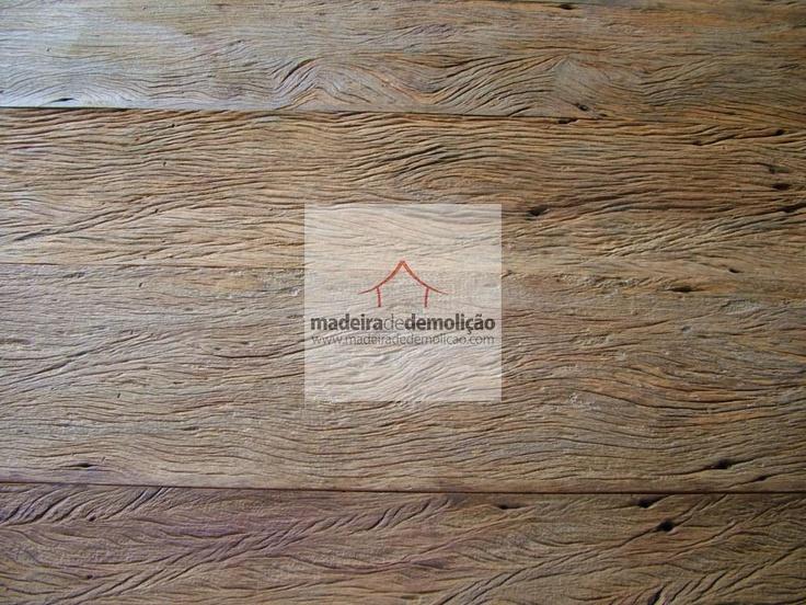 A madeira de demolição empresta sua rusticidade para a composição de variados ambientes e elaboração de peças de decoração realmente surpreendentes. Veja mais em www.madeiradedemolicao.com