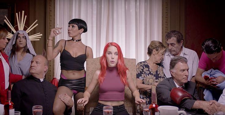 """""""Me llamo Amarna Miller. Soy actriz porno. Y nací en un país hipócrita, donde la misma gente que me llama puta se pajea con mis vídeos"""". Así comienza el poderoso anuncio'Patria', llamado a ser uno de los más virales del año, creado para promocionar el Salón Erótico de Barcelona Apricots 2016, que se"""
