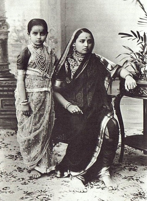Indira Devi only daughter of Sayajirao Gaekwad III of Baroda with her mother Maharani Chimnabai. Later Indira, Maharani of Cooch Behar.