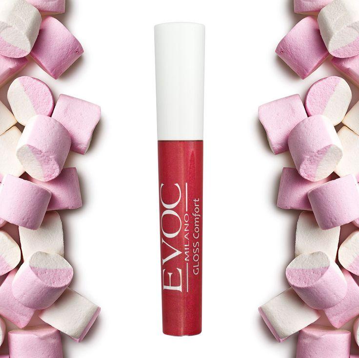 Gloss Comfort Evoc Milano: Cremoso dal colore pieno, intenso e ad effetto smalto. Labbra morbide e luminose.