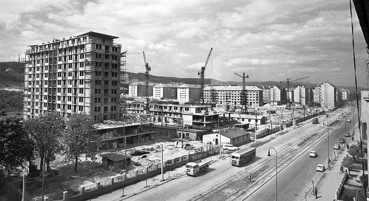 """Výstavba """"červených"""" panelákov asi 1959"""