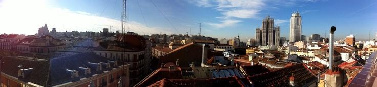 Enjoy these views from our solarium terrace. Disfruta de estas vistas tomando el sol en el solarium de nuestro edificio en Madrid.
