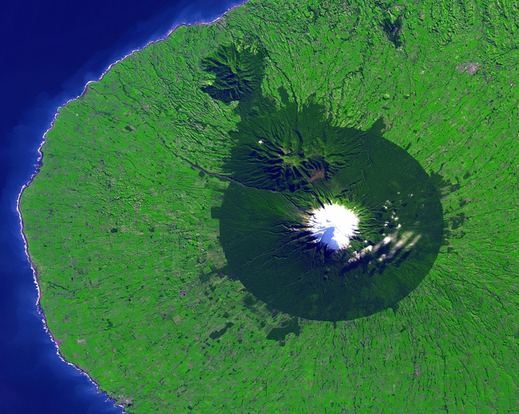 Mount Taranaki, New ZealandMount Taranaki, Favorite Places, National Parks, North Islands, Nasa Satellite, Beautiful Nature, Artists Photography, New Zealand, Satellite Photos