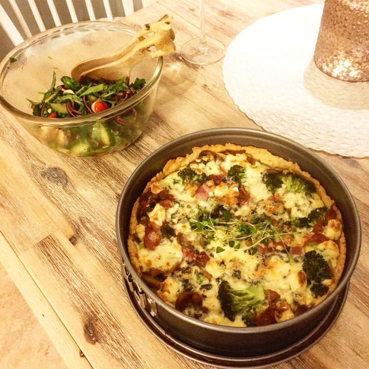Middag på skärtorsdagen och vi inleder påskhelgen med en paj med ädelost, broccoli & bacon tillsammans med en god sallad!❤