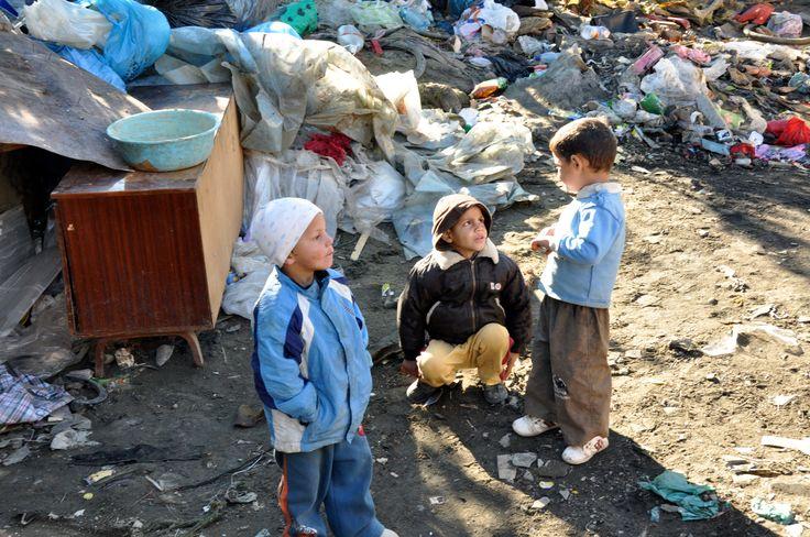 kinderen op een vuilnisbelt