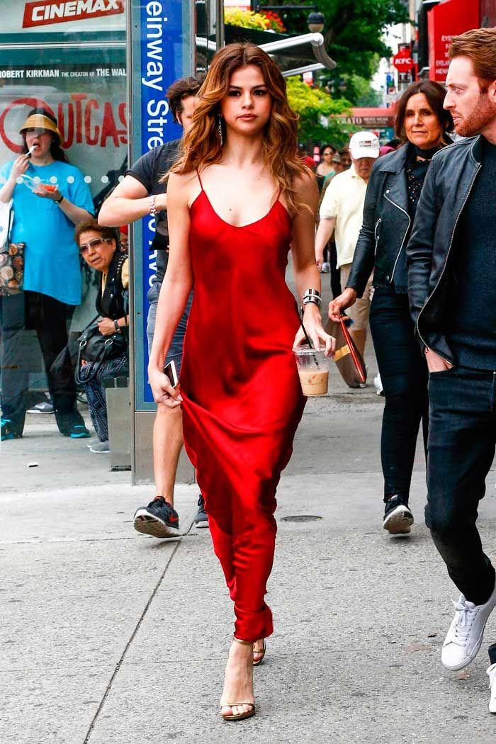 Das sexyste rote Kleid sieht von unseren Lieblingsstars aus