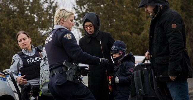 Deportan autoridades fronterizas a mexicanos de Canadá - https://www.notimundo.com.mx/mundo/deportan-autoridades-mexicanos-canada/
