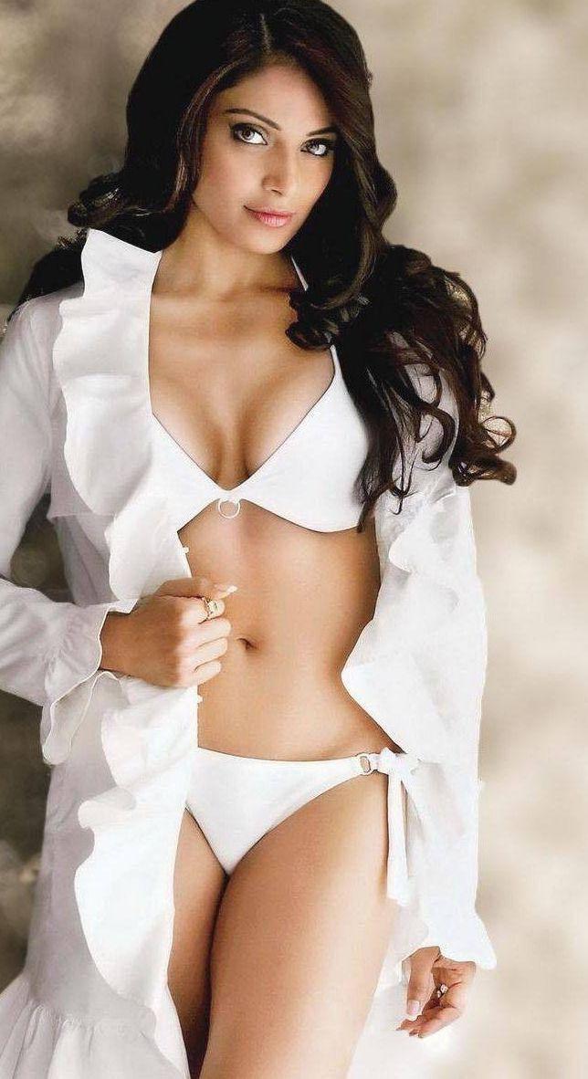 Absolutely gorgeous Bollywood actress Bipasha Basu