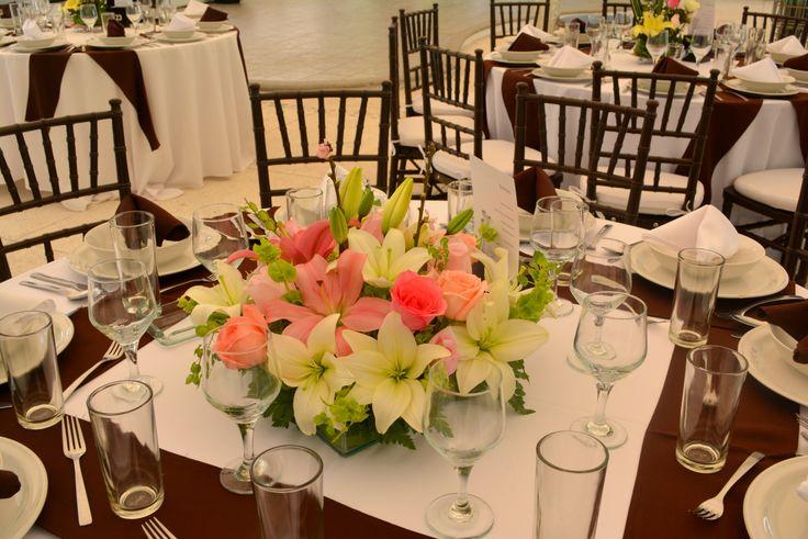 #Boda Centro de mesa bajo http://www.pavorealdelrincon.com.mx/