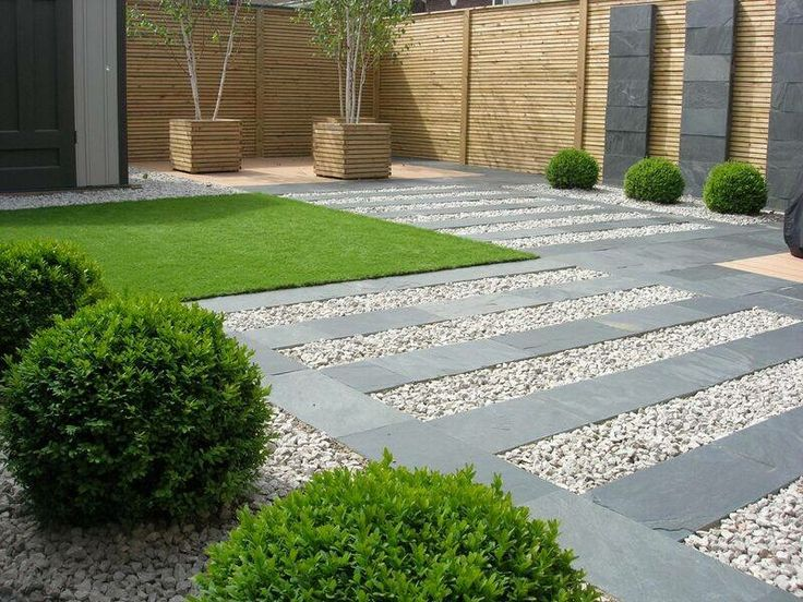 Gravel/slate paving/buxus/pots
