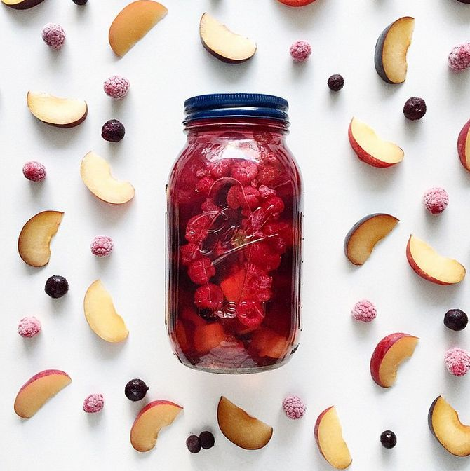 raspberry and apple detox water