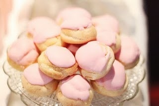 looks kinda like fairytales...my FAVORITE cookies (if i knew how this is where i would tag diana kelter #dianakelter)