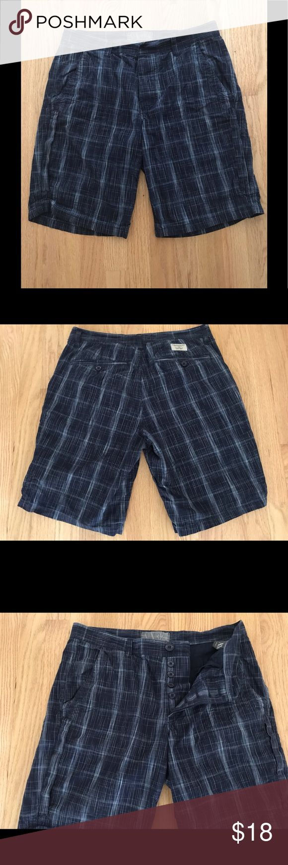 "A//X Armani Exchange Men's Blue Cargo Shorts Sz.32 Armani Exchange Dark Blue Striped And Checked Cargo Shorts Size 32"". Six Pockets Including Two With Zippers. Button Down Fly. Two Extra Buttons Included. 19"" Overall Length. 11"" Inseam. 100% Cotton. A/X Armani Exchange Shorts Cargo"