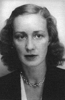 Marie-Madeleine Fourcade, née à Marseille le 8 novembre 1909 et morte le 20 juillet 1989 à Paris, a été, pendant la Seconde Guerre mondiale en France, responsable de l'un des plus importants réseaux de résistance Alliance, qui agit pour les Britanniques. Elle est la seule femme à avoir été chef d'un grand réseau de résistance en France