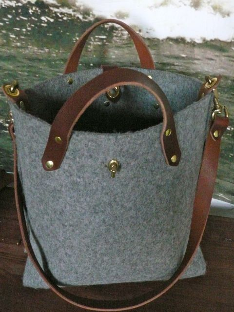 Such an equestrian feel to this bag...love it!