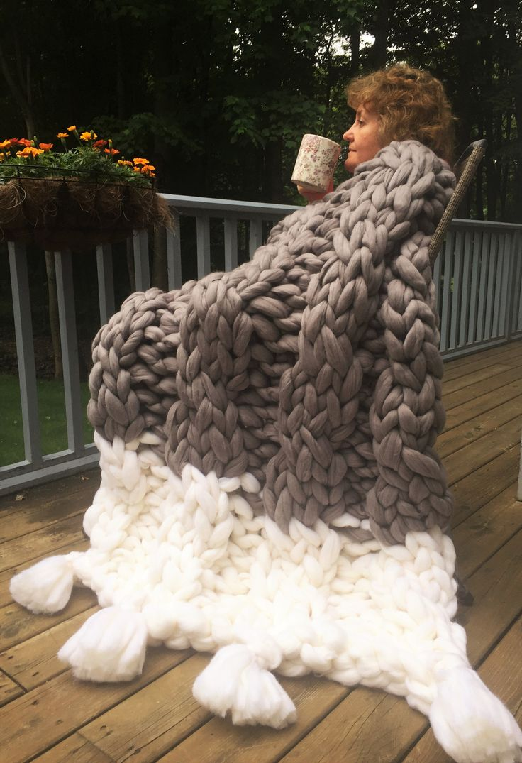 Would you like to start your morning right? Cup of coffee, a Chunky Knit Merino wool blanket and you are on the right track! Find it on becozi.net