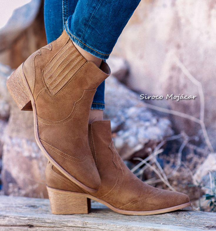 Al más puro estilo vaquero llegan los botines Yango. Caña calada ajustada y diferentes apliques cosidos superpuestos.   Llévalas con un estilismo muy casual o romántico, con vaqueros, con falda corta o larga...Si te gusta e estilo sureño, no te quedes sin ellas! #botas #boots #botascamperas #botines #botinescamperos #zapatos #moda #fashion  WEB: www.indalas.com