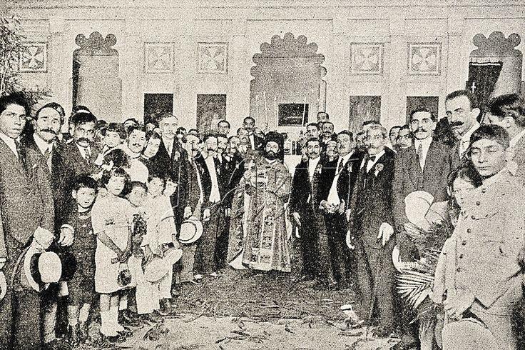 Cerimonial de benção da Igreja Ortodoxa de São Nicolau, localizada então na Avenida Gomes Freire, contando com a presença de vários fiéis da comunidade síria carioca. Rio de Janeiro, 1920.
