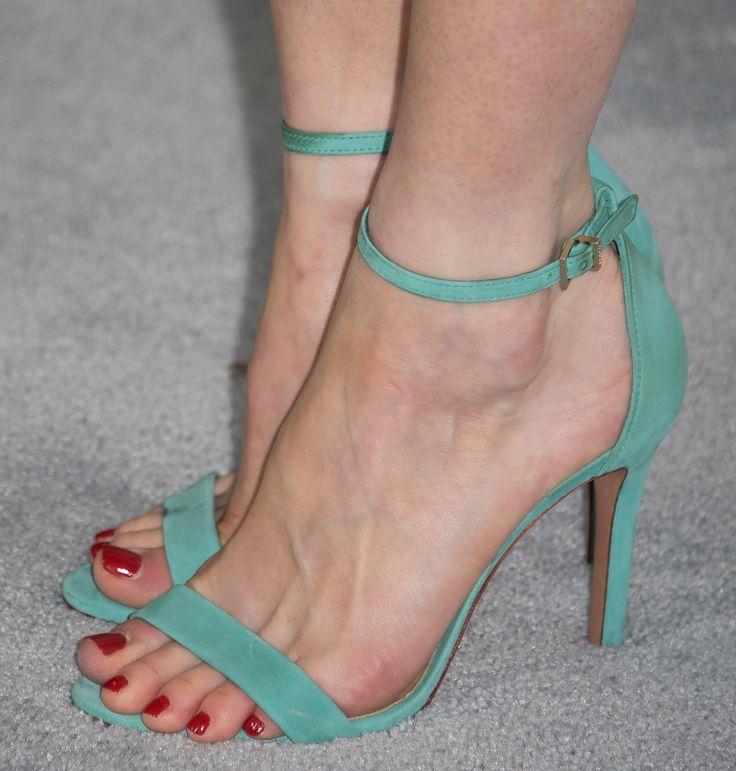Alexis Bledel's Feet << wikiFeet