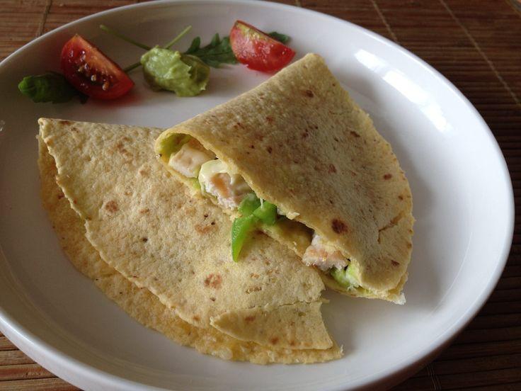 quesadilla met gegrilde kip en guacamole