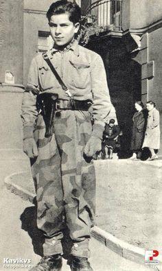 """sierpnia 1944 , Przed bramą kwatery batalionu """"Ruczaj"""" przy ulicy Mokotowskiej 51/53. Polish resistant, pin by Paolo Marzioli"""