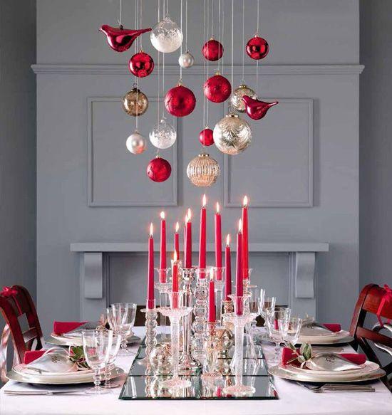 Suspensions au dessus de la table de Noël ou du Nouvel An