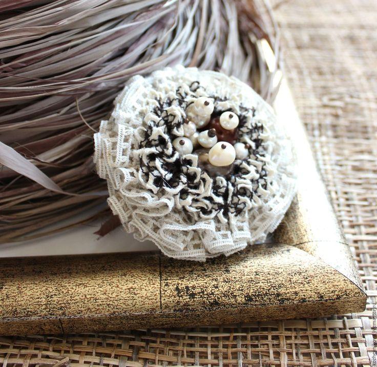 Купить Текстильная брошь Пломбир с шоколадной крошкой - Елена Кожевникова…