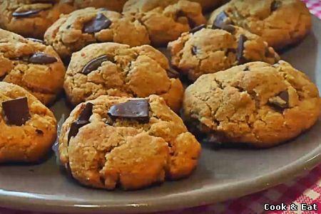 """Рецепт """"Арахисовое печенье с шоколадом (Видео-рецепт)"""" - Выпечка - Cook and Eat"""