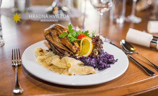Pečená kačka s lokšami priamo v areáli Bratislavského hradu v reštaurácii Hradná Hviezda