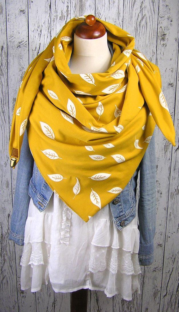 Dreieckstuch in Senf mit Federn, perfektes Accessoire für den Herbst / cute triangle scarf with feather print, autumn style made by FrauHerzig via DaWanda.com