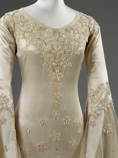 Wedding Dress with orange blossom-decoration..lovely Details!
