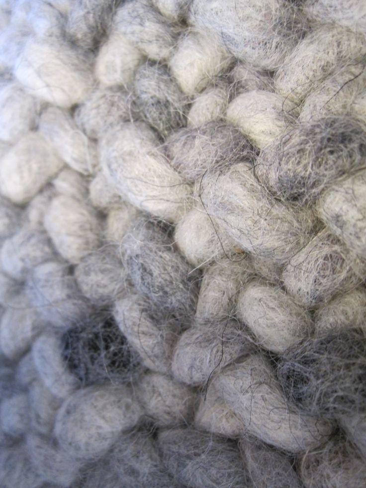 """...tappeti fatti a mano su misura vari colori in lana....in vendita da"""" Spazio Christine Pennemann"""" Courmayeur"""