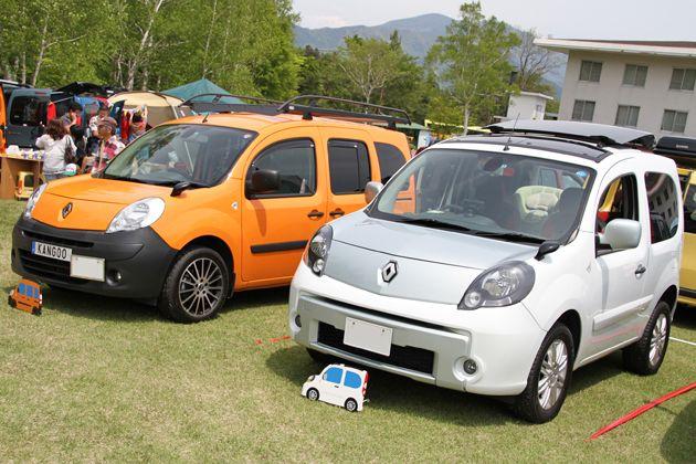 カングーのショート版「カングー ビボップ」(右)も大勢参加していた。[「ルノーカングージャンボリー2012」会場] | 画像15 | 「ルノーカングージャンボリー2012」600台を超えるカングーたちが富士のふもとに大集合!