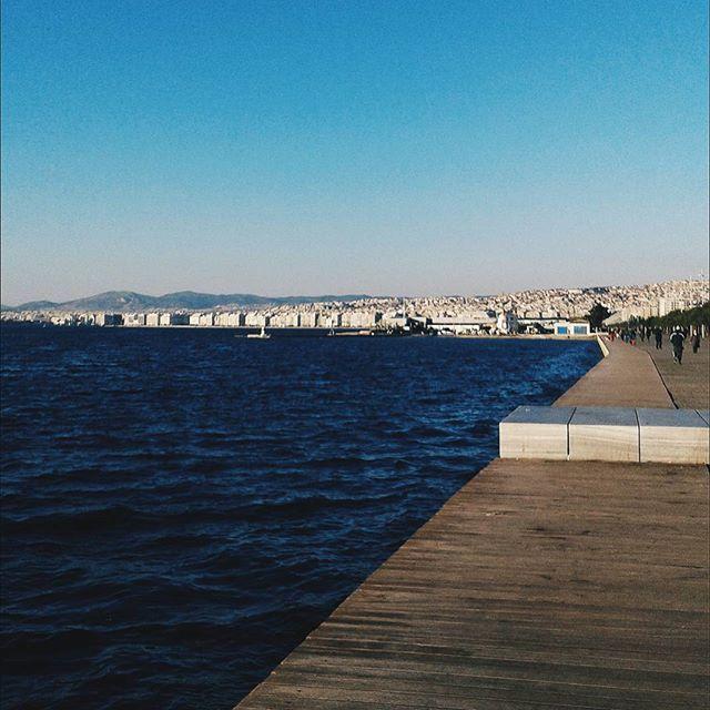 Ας κάνουμε και ένα #tbf για να θυμηθούμε τι ωραία που είναι η θάλασσα όταν είναι ήρεμη. Επίσης αύριο ξεκινάμε επιτέλους την τοποθέτηση της κουζίνας! Σήμερα ήρθε ο νιπτήρας και κάνα δυο ακόμα πραγματάκια. Δες τα instastories μου & πες μου αν θα σε ενδιέφερε να διαβάσεις blog post με θέμα το σχεδιασμό της κουζίνας ♥. . . . #angiekariofilli #exaited #happy #newkitchen #sea #sea🌊 #greece🇬🇷 #greekyoutube #greece #greekyoutubers #igersgreece #igers #ig_greece #greekblogger #greekbeautyblogger…