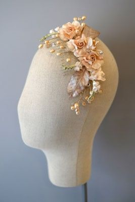 Acconciatura da sposa - ramo perlato con fiori rosa