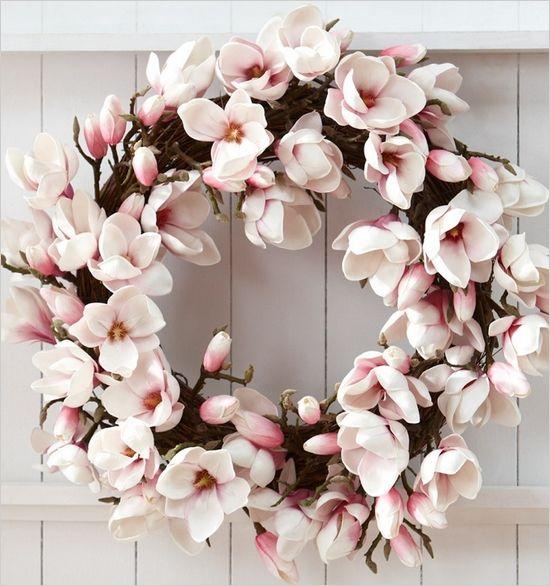 csebastian:    pink floral wreath  // katjaanderson:niteostyle    This is so so beautiful.