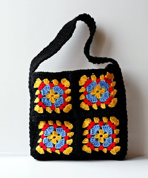 need to make this granny-square-purse, but in different colors.