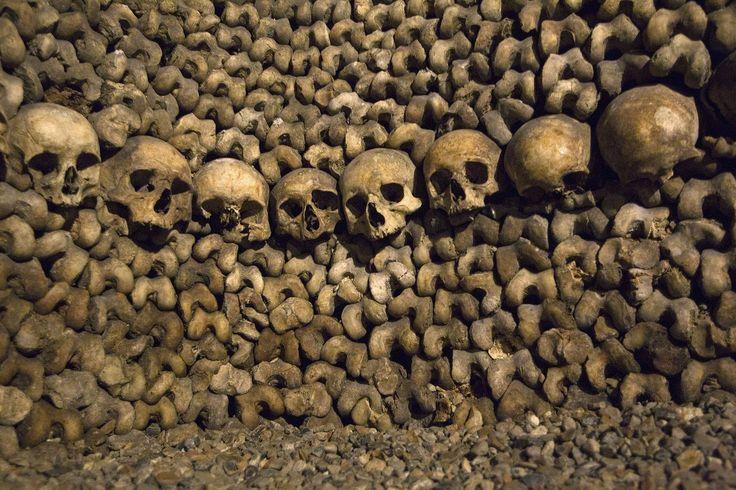 Paryskie katakumby czekają na turystów - http://phototravel.pl/paryskie-katakumby-czekaja-na-turystow.html