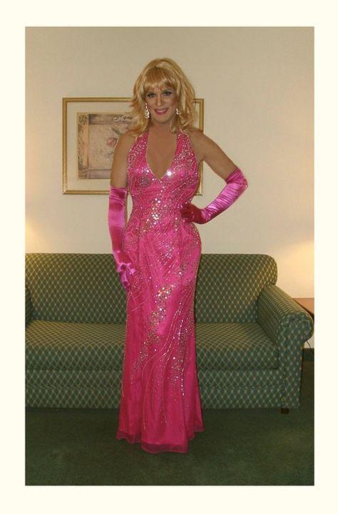 23677f129c10 Pin von Dirk Bollmann auf Transvestiten   Pinterest   Kleider, Abendkleid  und Frauenkleider