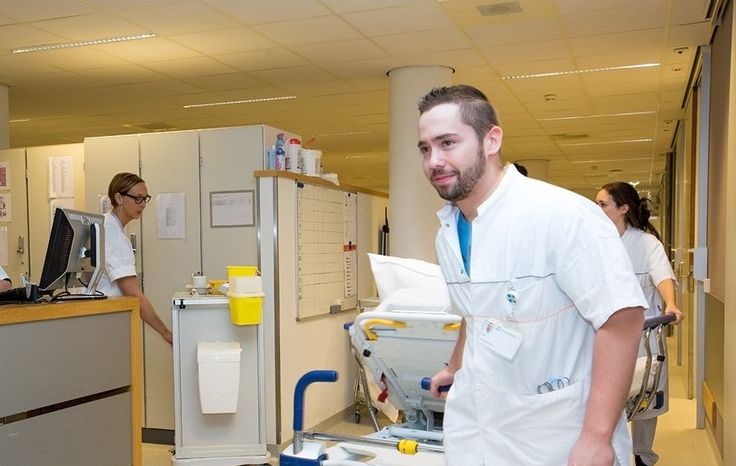 29 maart 2016: Brian Wetzelaer, SEH-verpleegkundige in opleiding, staat deze week op onze Facebook-coverfoto! #WijZijnZuyderland